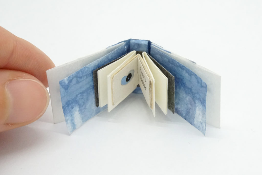 reliure-origata-papier, origata-binding, origata-bookbinding, orizomegami, reliure, bookbinding, reliure-art, reliure-creation, reliure-contemporaine, julie-auzillon, mini-book, mini-livre, mini-reliure, mini-bookbinding, tiny-book, tiny-bookbinding, miniature-book, miniature-bookbinding